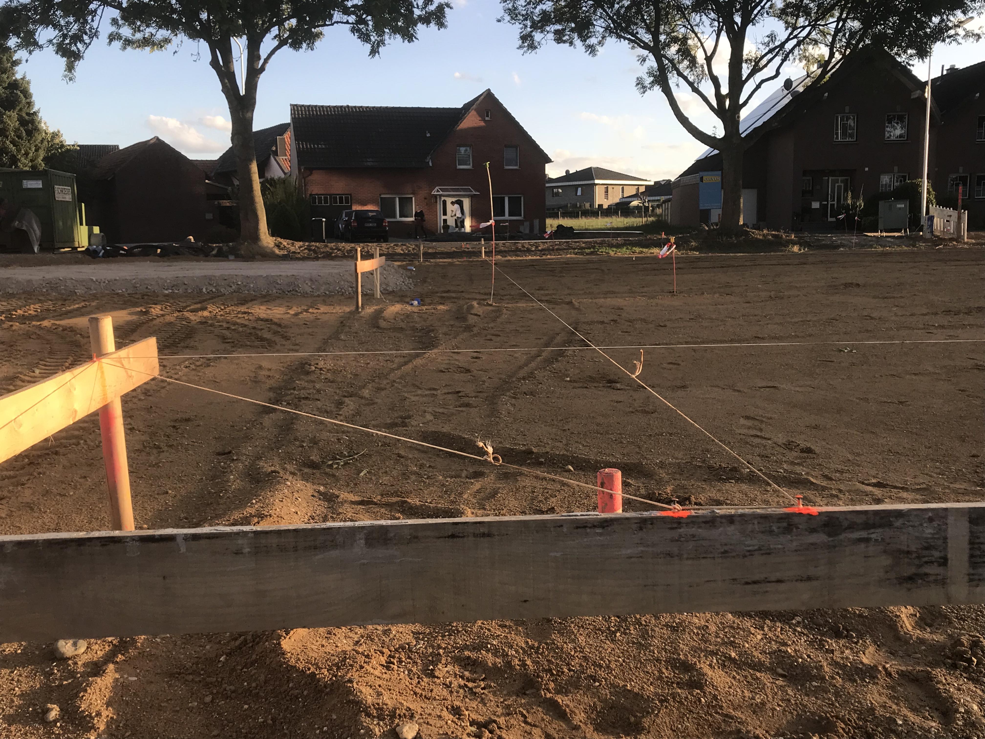 <p>Abschluss der Erdarbeiten  (22.09.2018) Nachdem das Grundstück des neuen Gerätehauses mit unzähligen LKW Ladungen [&hellip;]</p>