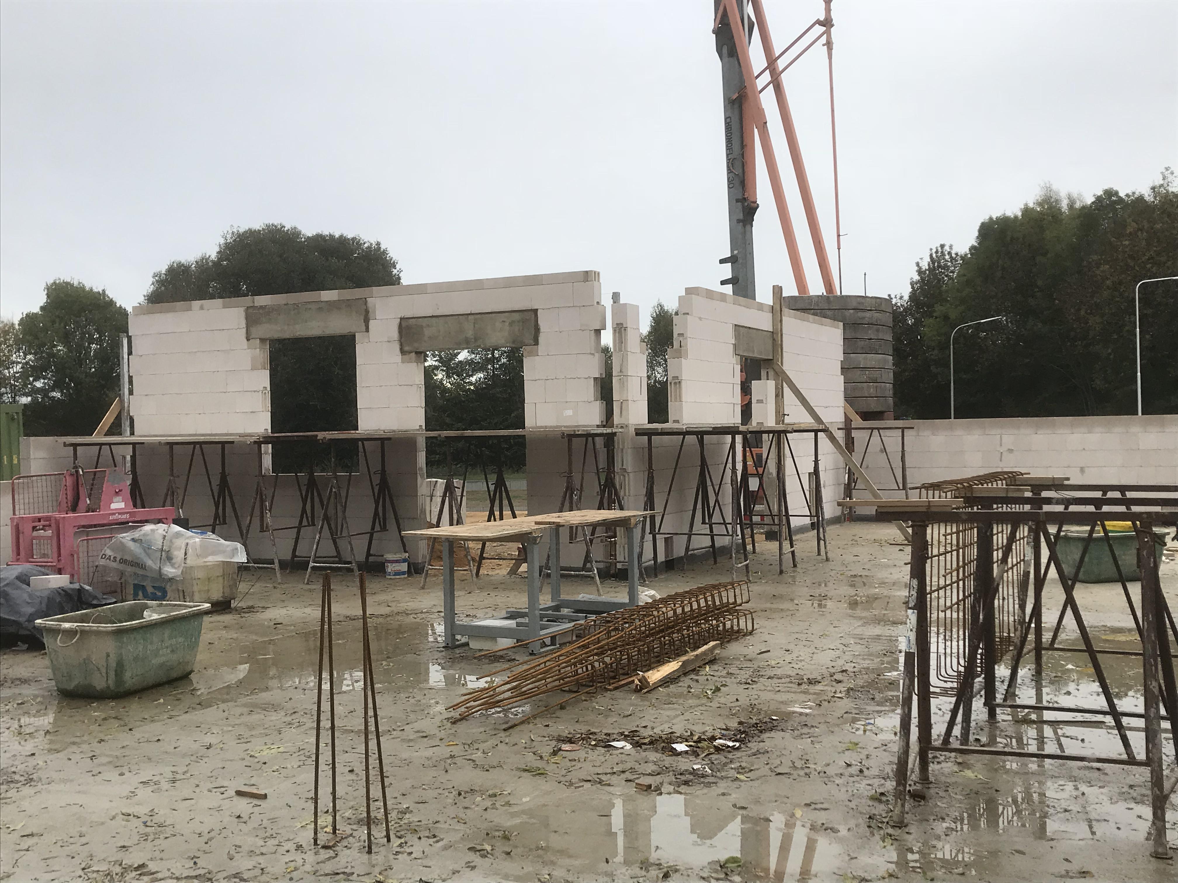 <p>Betonwände und Außenmauern&nbsp; (04.11.2018) In den letzen Wochen konnte die erste Stahlbetonwand fertiggestellt werden sowie [&hellip;]</p>