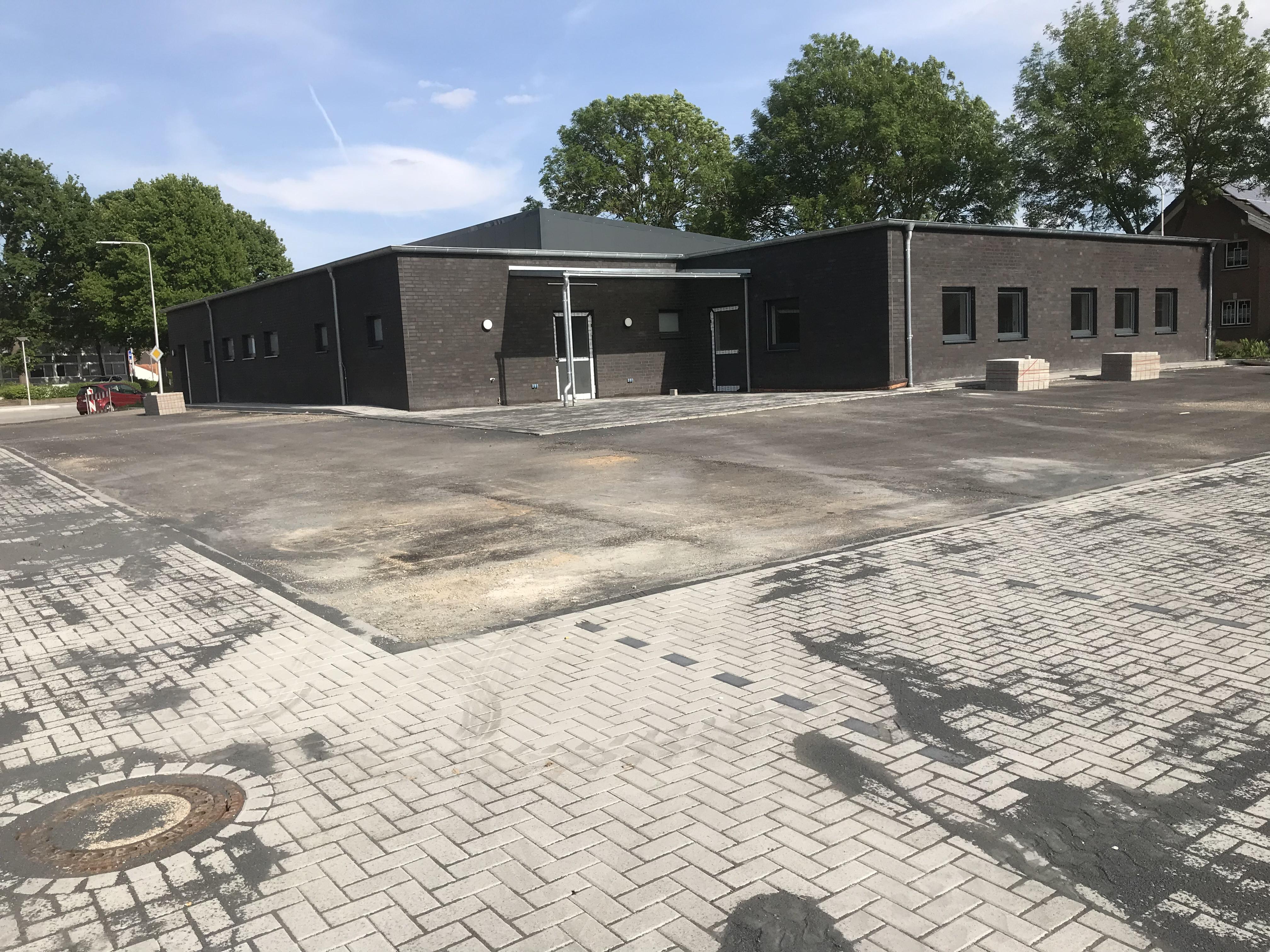 <p>Estrich, Lüftungsanlage und Trockenbau (26.05.2019) Nach der Verlegung des Estrichs im Sozialbereich wurde nun auch […]</p>